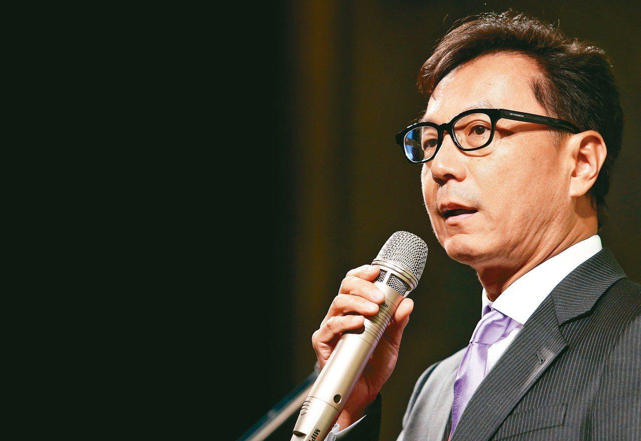 蔡明忠同時擔任台哥大董事長和富邦金副董事長,金管會要求改善。 聯合報系資料照