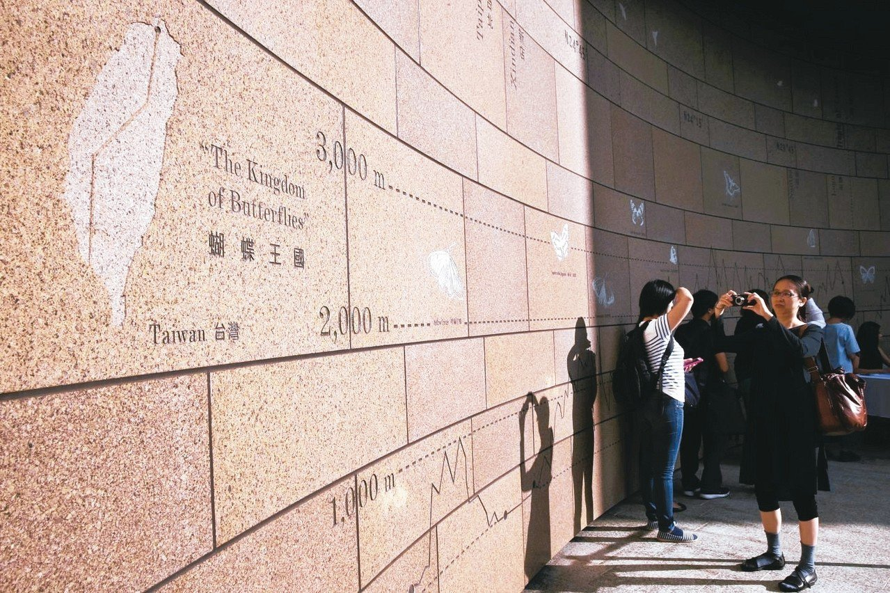 美國在台協會台北辦事處新館落成,大多數建材都由美國運來,包商、監工全由美國選擇,...