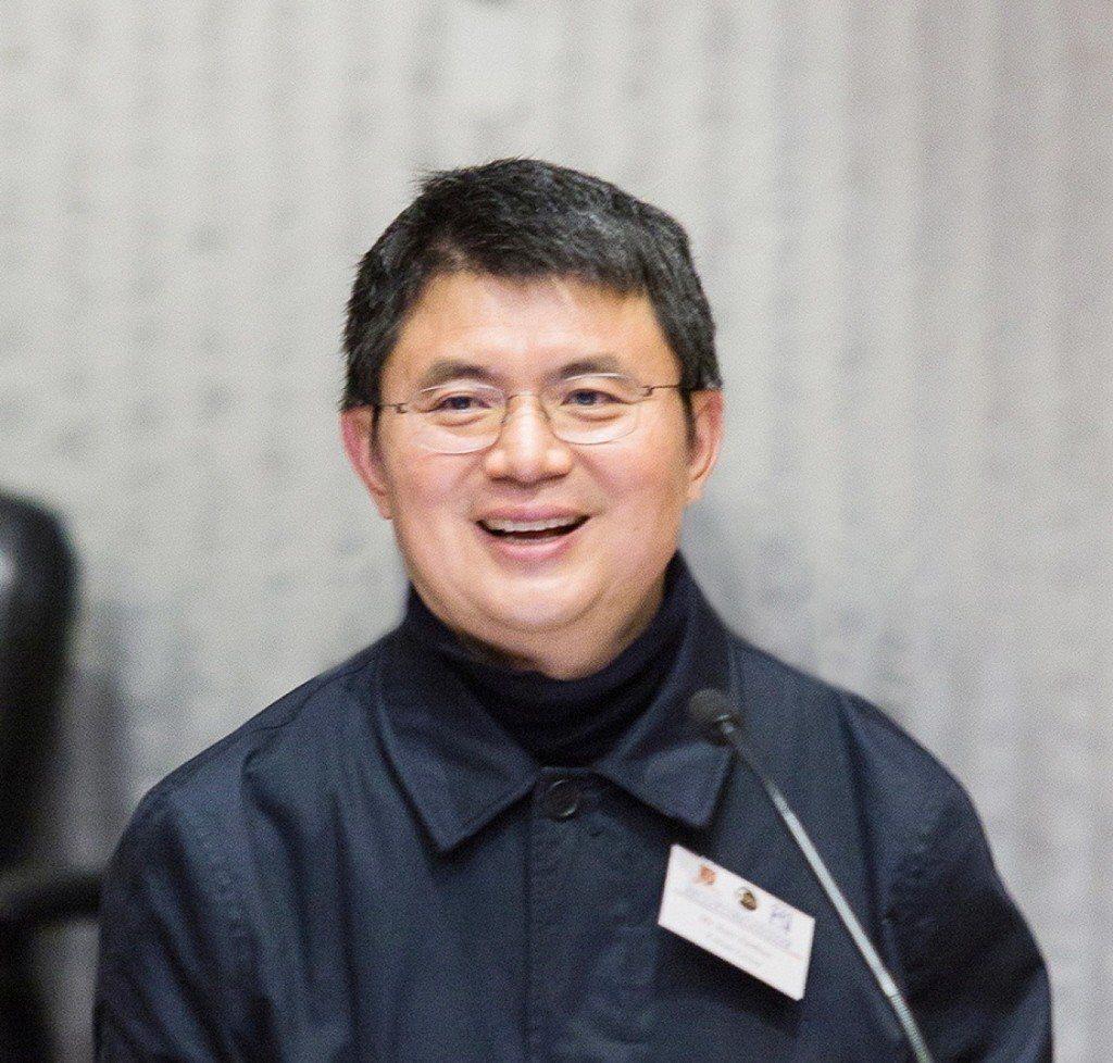 大陸境外華文媒體指身家可觀的肖建華曾是中共高官或其家屬聚財和洗錢的「白手套」。去...