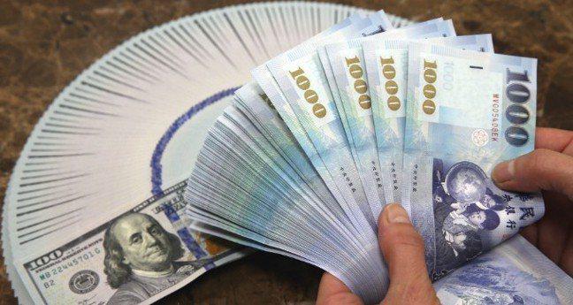 新台幣兌美元今天收盤收30.542元,貶6.1分。 聯合報系資料照