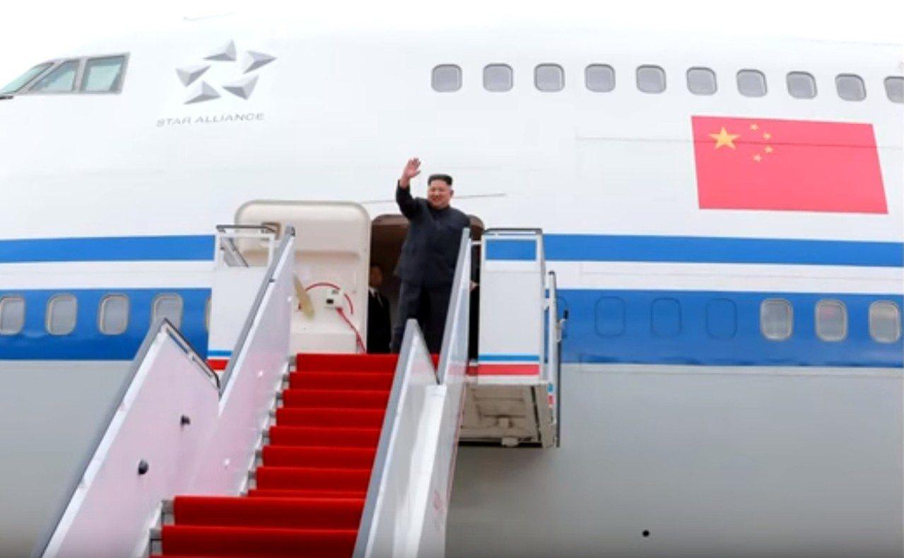 北韓領導人金正恩搭乘中國出借的747專機前往新加坡出席「川金會」。 中央社/截自...