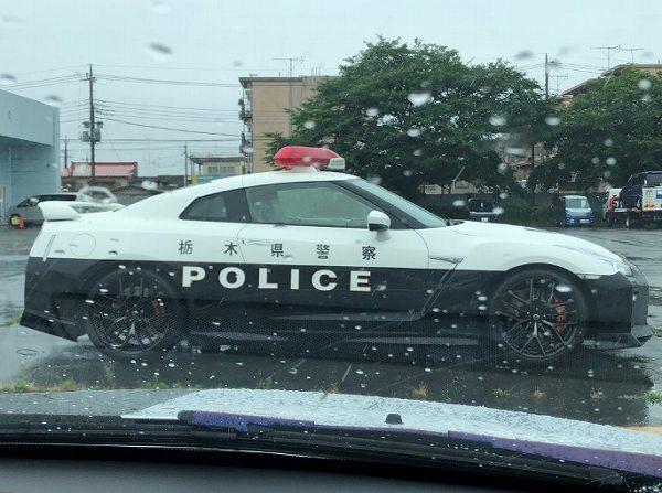 GT-R車側明顯的「栃木縣警察」5個大字。 摘自socom.yokohama
