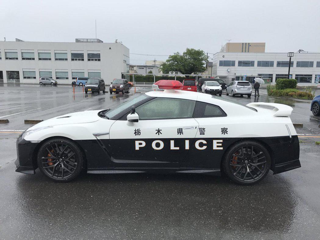 看到警車塗裝,有點像在玩賽車遊戲的感覺。 摘自socom.yokohama