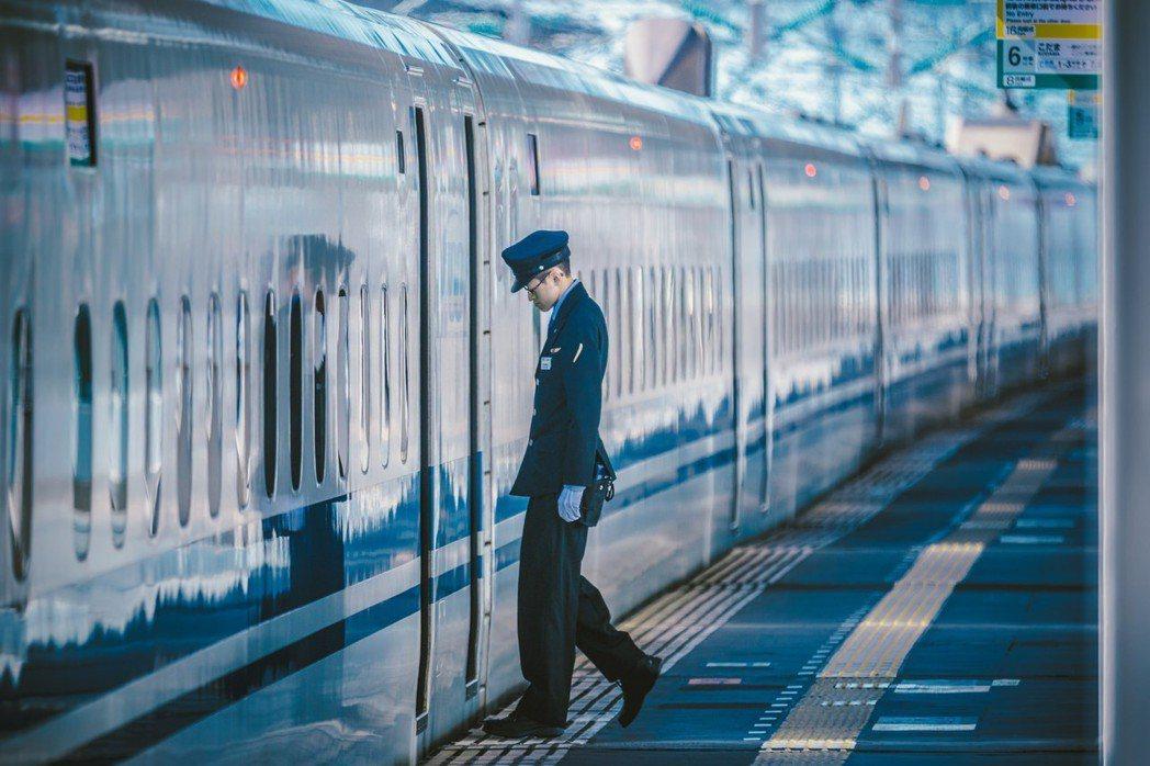 2018年6月9日晚間,開往新大阪的最終列車「JR希望265號」,發生一起無差別...
