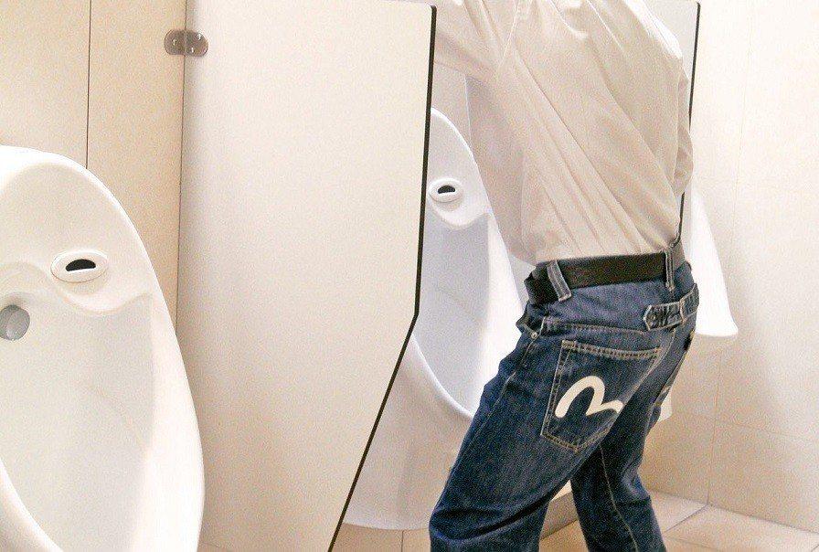 膀胱發炎最常見症狀包括小便頻尿、血尿。聯合報系資料照