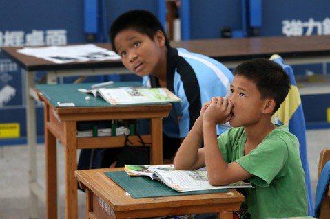 除了學習,偏鄉小孩更需要愛與陪伴,示意圖非新聞當事人。圖/報系資料照