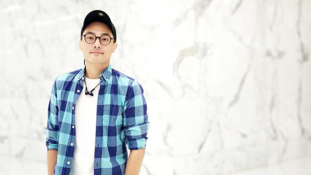 在HTC擔任HTC Sense主視覺設計師已有八年之久的魯少綸,畢業於復興商工廣...
