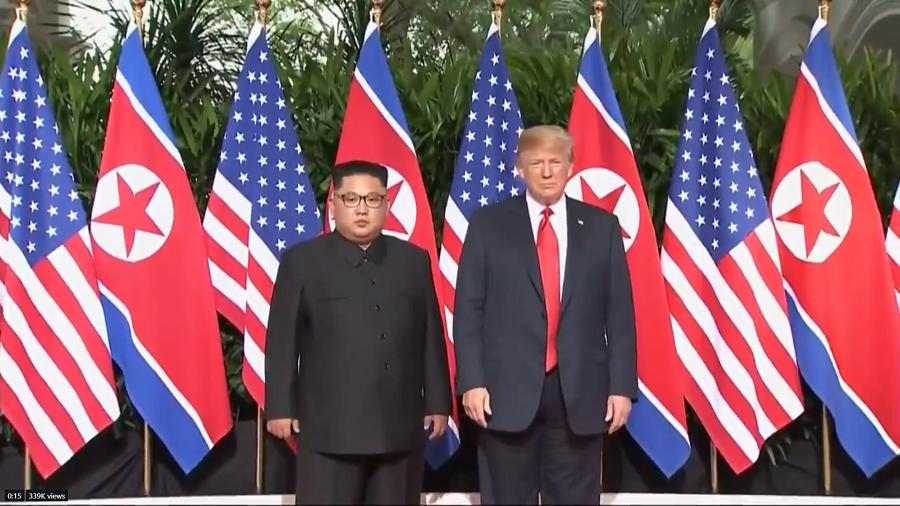 美國總統川普與北韓領導人金正恩先上演「世紀之握」,這也是歷史上美國與北韓最高領導...