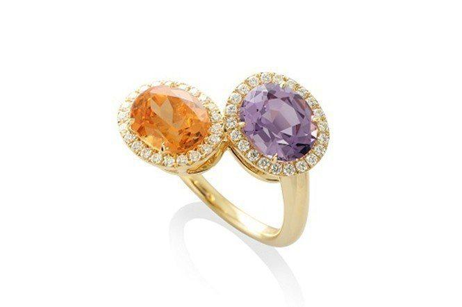 「晚霞」托盤戒。近年來國外相當流行與彩繪指甲相互配戴的「托盤戒指」,材質為18K...