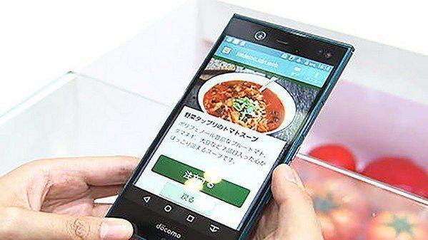 圖4 : 手機的螢幕就立刻顯示出蔬果的料理或其他相關的資訊。(source:日本...