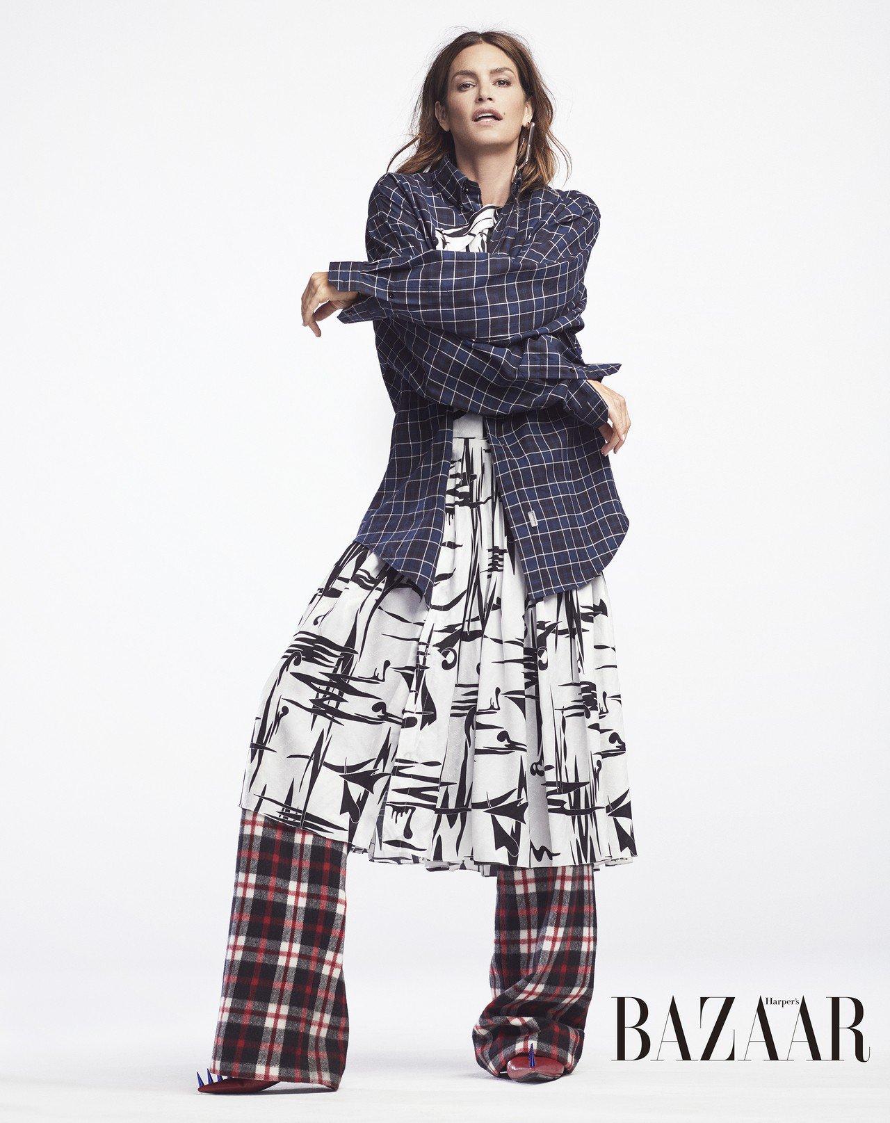 洋裝、長褲、鞋、耳環,Balenciaga