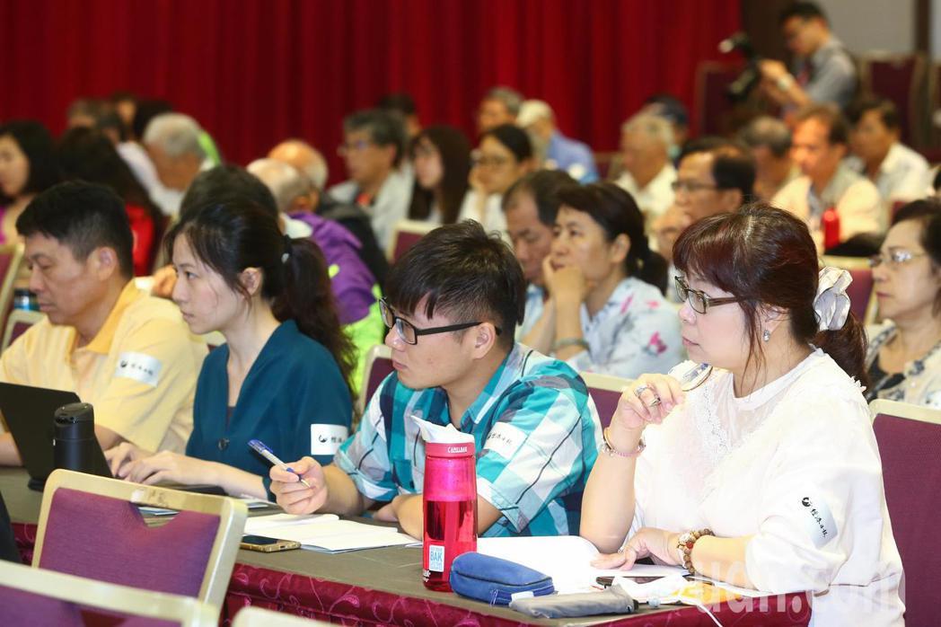 由經濟日報與上海社會科學院共同主辦的第五屆兩岸自由貿易論壇上午登場,吸引大批民眾...