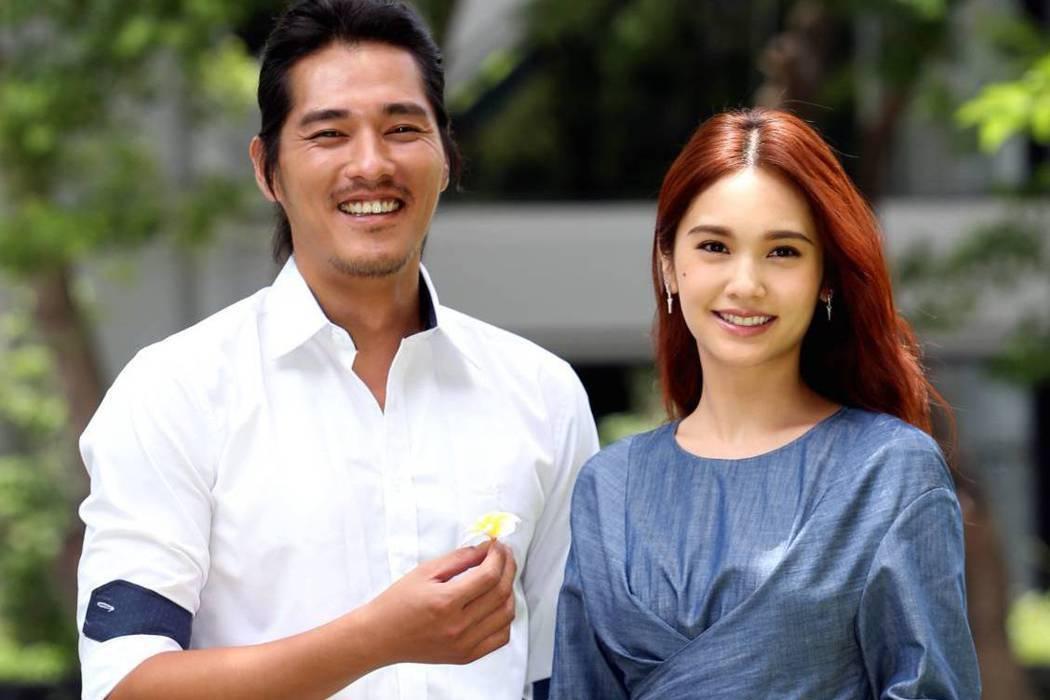 藍正龍(左)與楊丞琳合作「前男友不是人」。記者侯永全/攝影