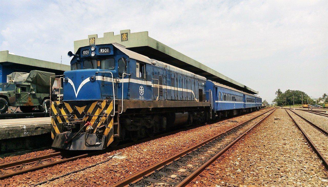 藍皮火車每天上午10時55分由枋寮站出發。圖/枋寮站提供。林志浩攝影。
