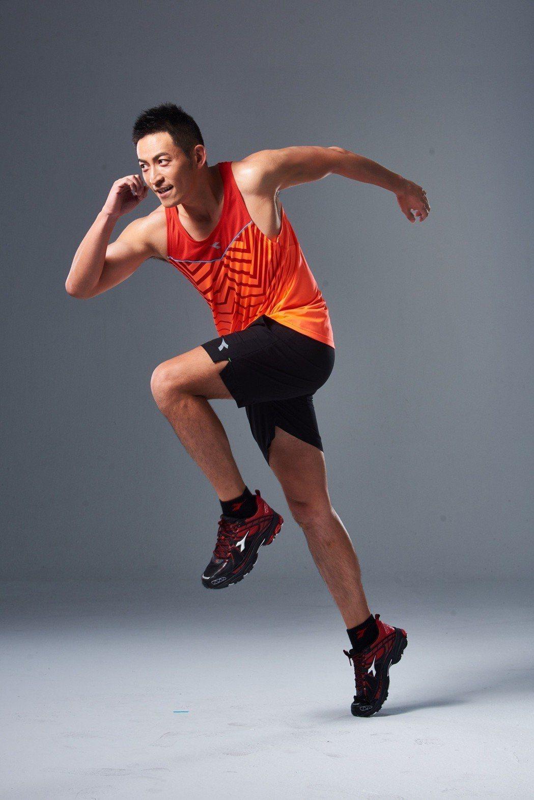 趙駿亞為運動品牌代言,笑稱有雙好鞋追到女友李燕。圖/Diadora提供