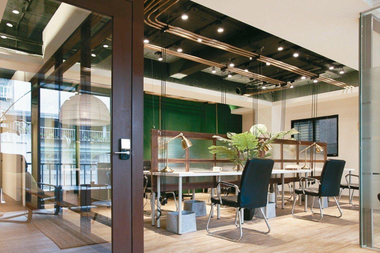 去年台北市長選戰時,柯文哲曾租「小樹屋」當競選辦公室,遭踢爆違規使用,被迫另覓他...