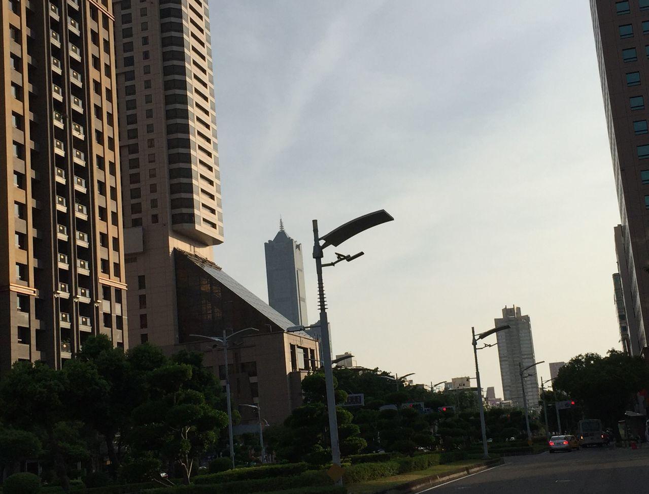 高雄市政府強調近3年多管齊下減空汙,空氣品質有改善。 記者楊濡嘉/攝影