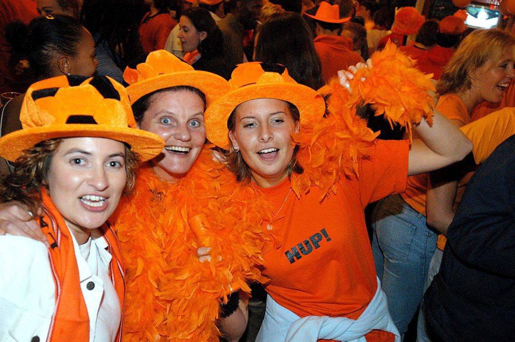 荷蘭在本屆世足資格賽爆冷出局,無緣32強,球迷只好改支持有5名荷蘭裔在陣中的摩洛...