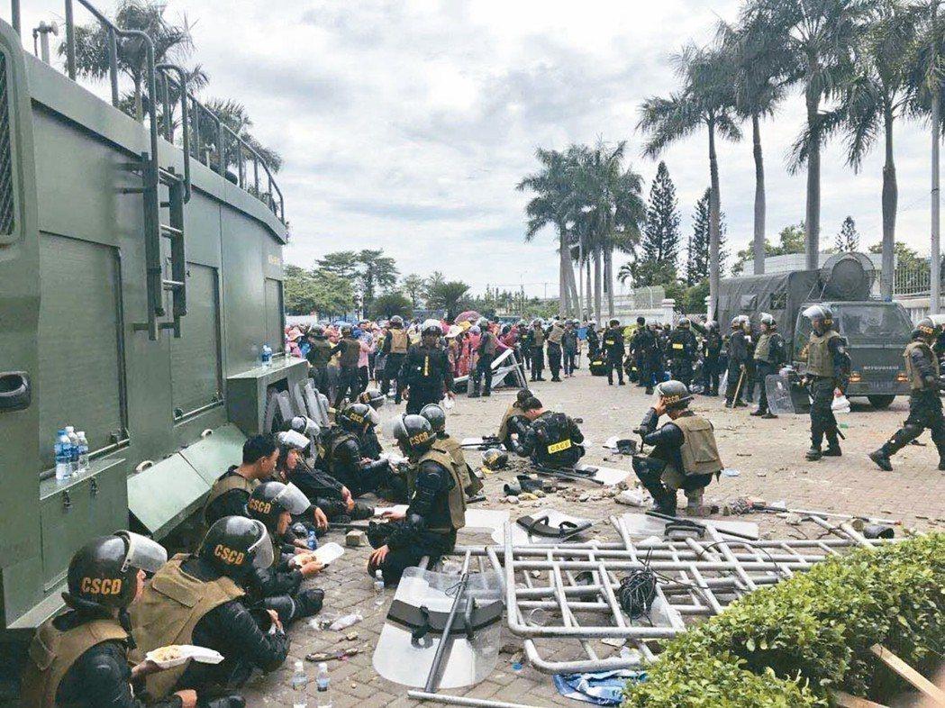 越南工潮蔓延,造成多家工廠停工,台商嚴陣以待。 台商╱提供