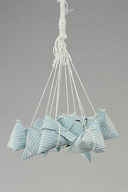 《五分之五》以細緻的陶土把竹葉皺摺表現地十分逼真。 陶博館/提供