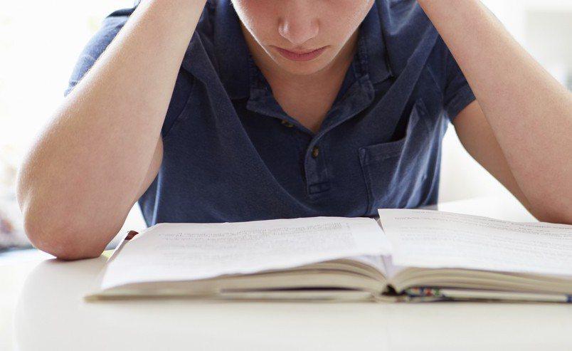 台中市一間小學傳出有老師用癌症級別來分類學生成績,造成學生恐懼上學。示意圖/In...