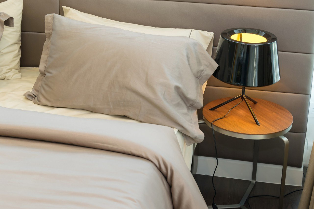 網友抱怨男友與表姑姑單獨出國旅行,甚至同睡一張床。圖片來源/Ingimage