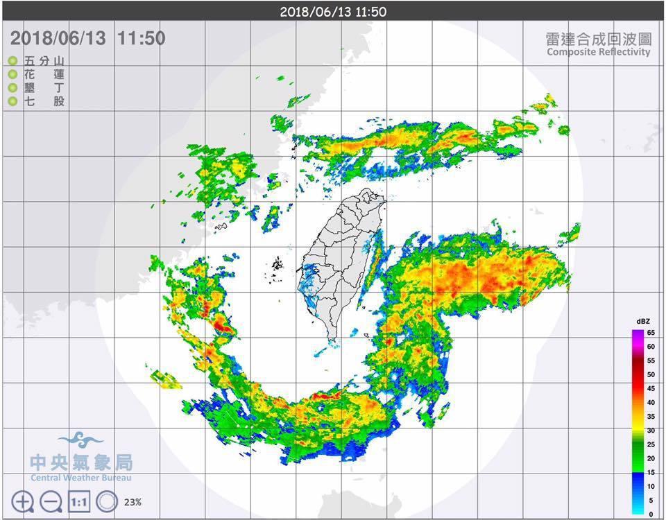 網友貼了張今日11點的氣象回波圖揶揄道「台灣根本被邊緣」。圖擷取自《爆廢公社》