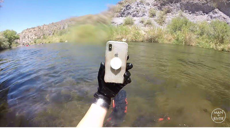 國外有位iPhone X用戶不小心將手機掉進河中,過了兩星期竟接到原本號碼的來電...