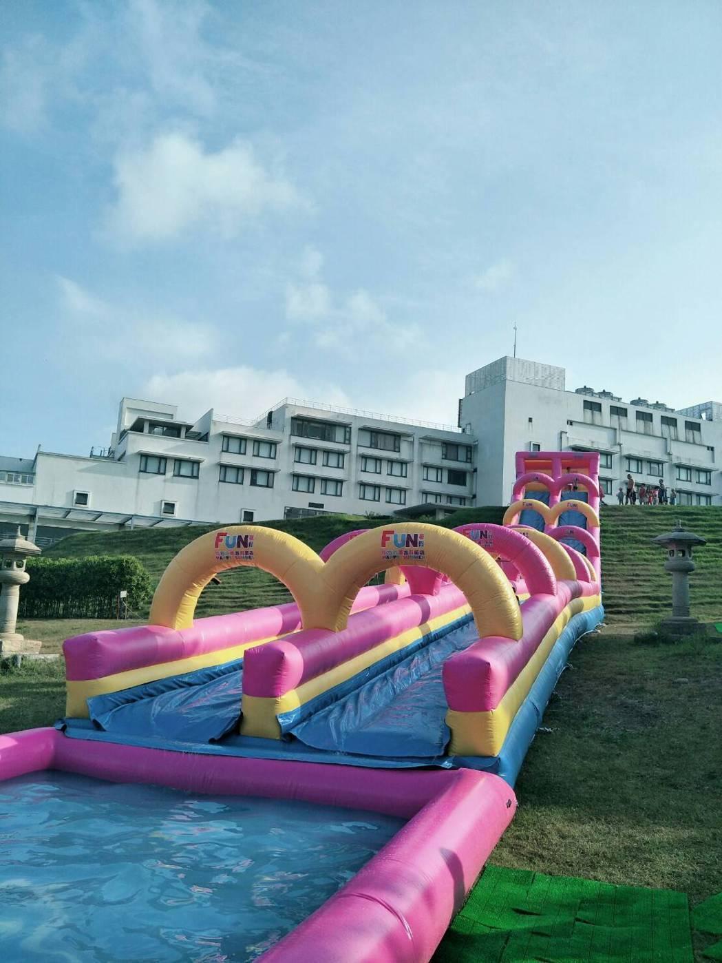 南方莊園渡假飯店戶外綠地區打造全新滑水道,總長40公尺,歡迎大、小朋友入住體驗。...