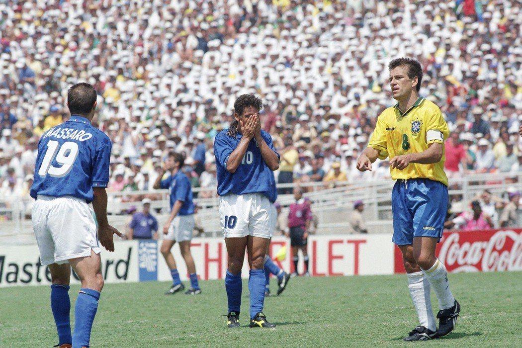 巴吉歐在1994年世界盃一夫當關,卻敗在最後的一記12碼罰球,終生無緣大力神盃。...