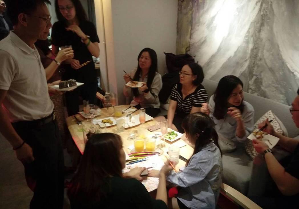 IRTC Club於Maison家餐酒館餐敘現場氣氛溫馨熱鬧,就像是一個大家庭。...