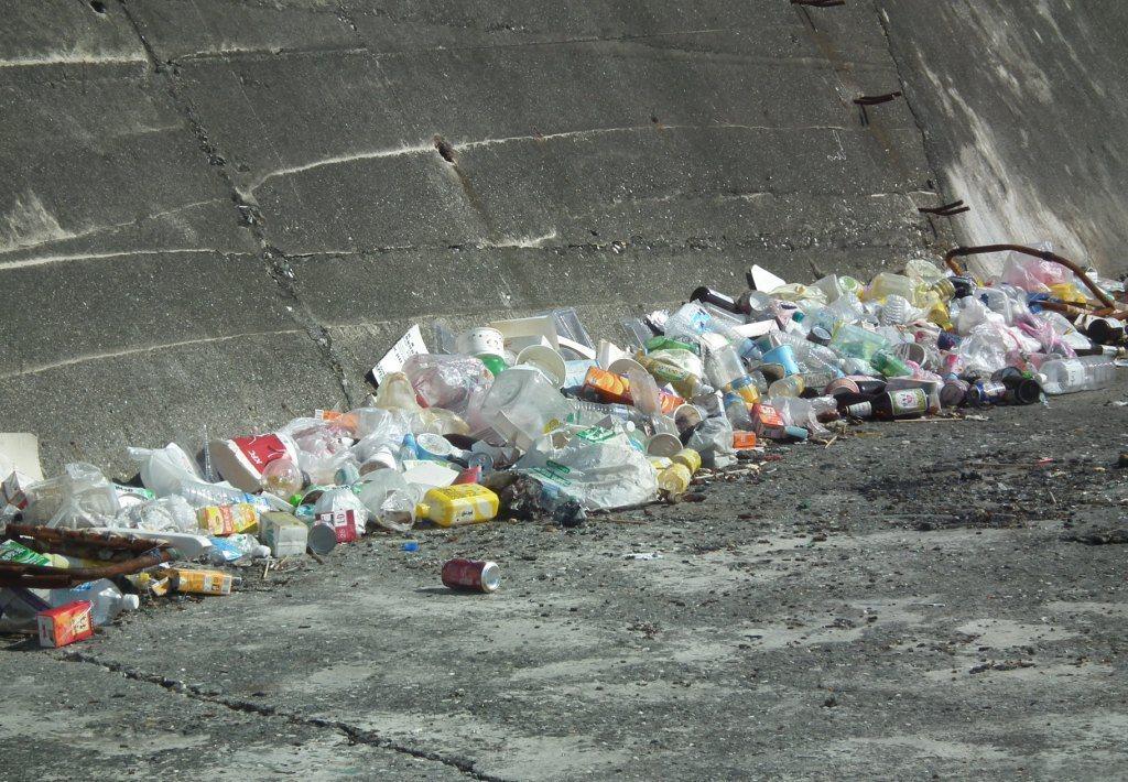 提防下的垃圾是海洋殺手的源頭。圖/報系資料照