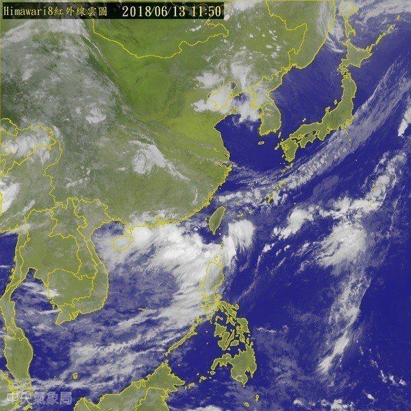 氣象局依電腦程式的本國模式,與歐洲模式綜合比對做出判斷天氣。 翻攝自中央氣象局