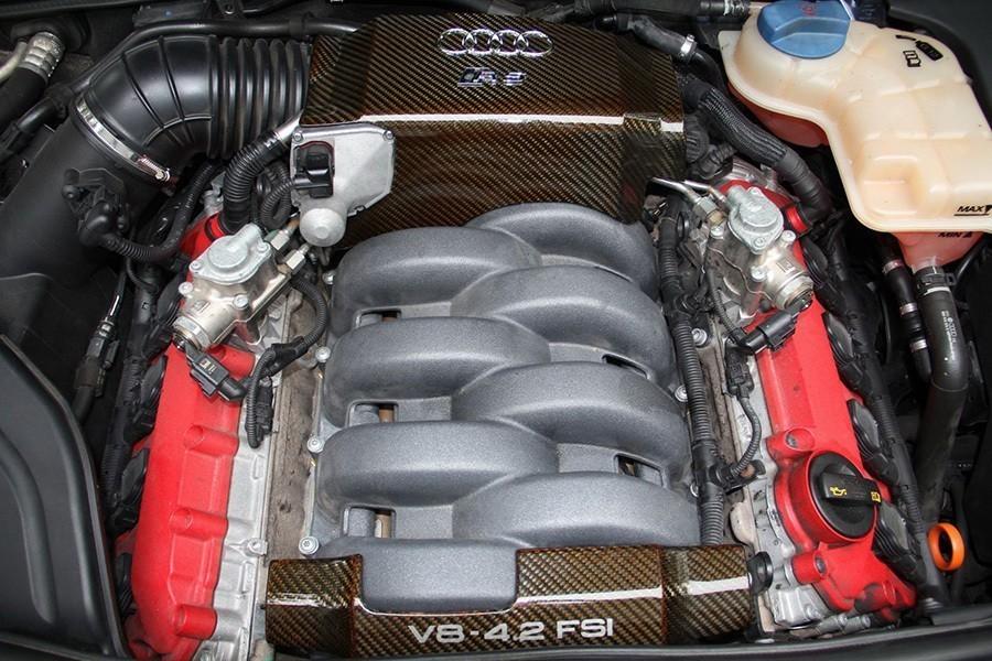 想找輛自然進氣V8手排Audi轎跑?這台RS4應該不錯