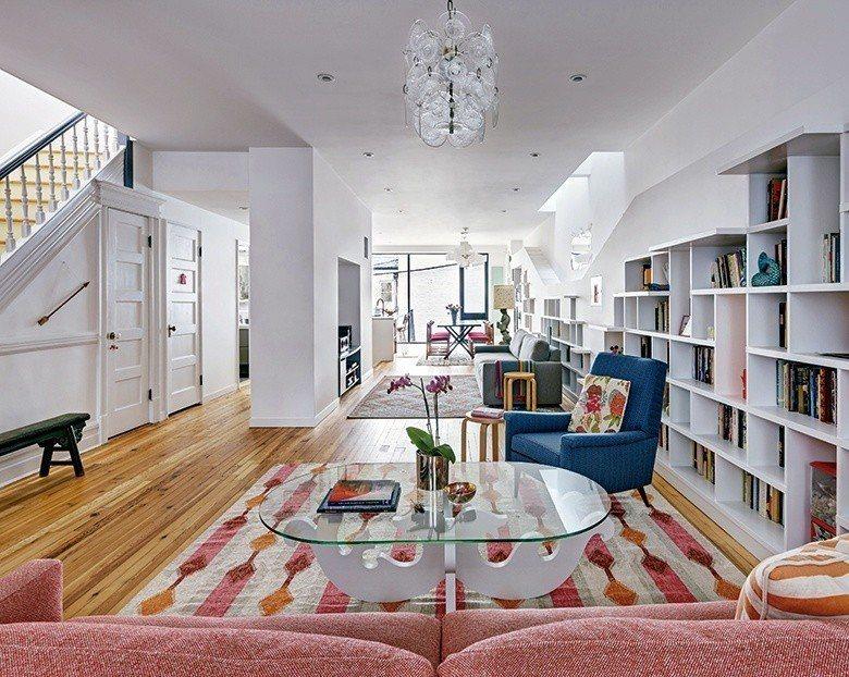 晶瑩無瑕的純白空間,框構出簡約質感的居家生活。