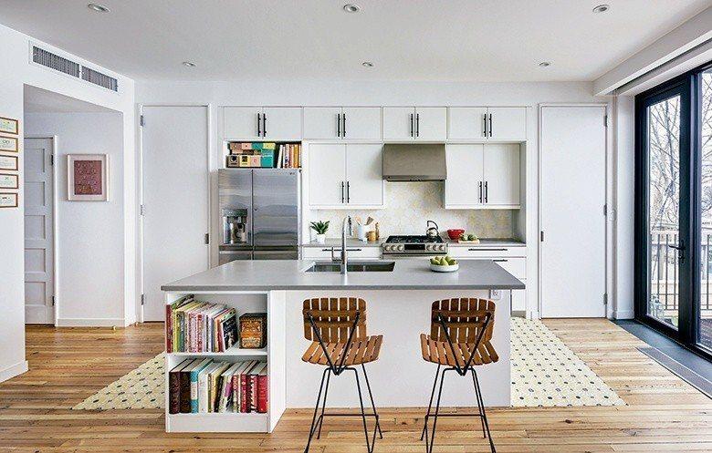餐廚區延續客廳輕鬆自適的讀書氣氛,提供屋主一家用餐看書、情感交流的地方。