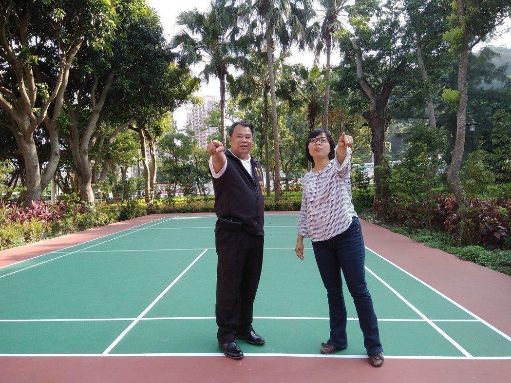 立委林淑芬(右)誇德音休閒廣場是五股區20個里中,無論是社區公共空間及公園綠地環...