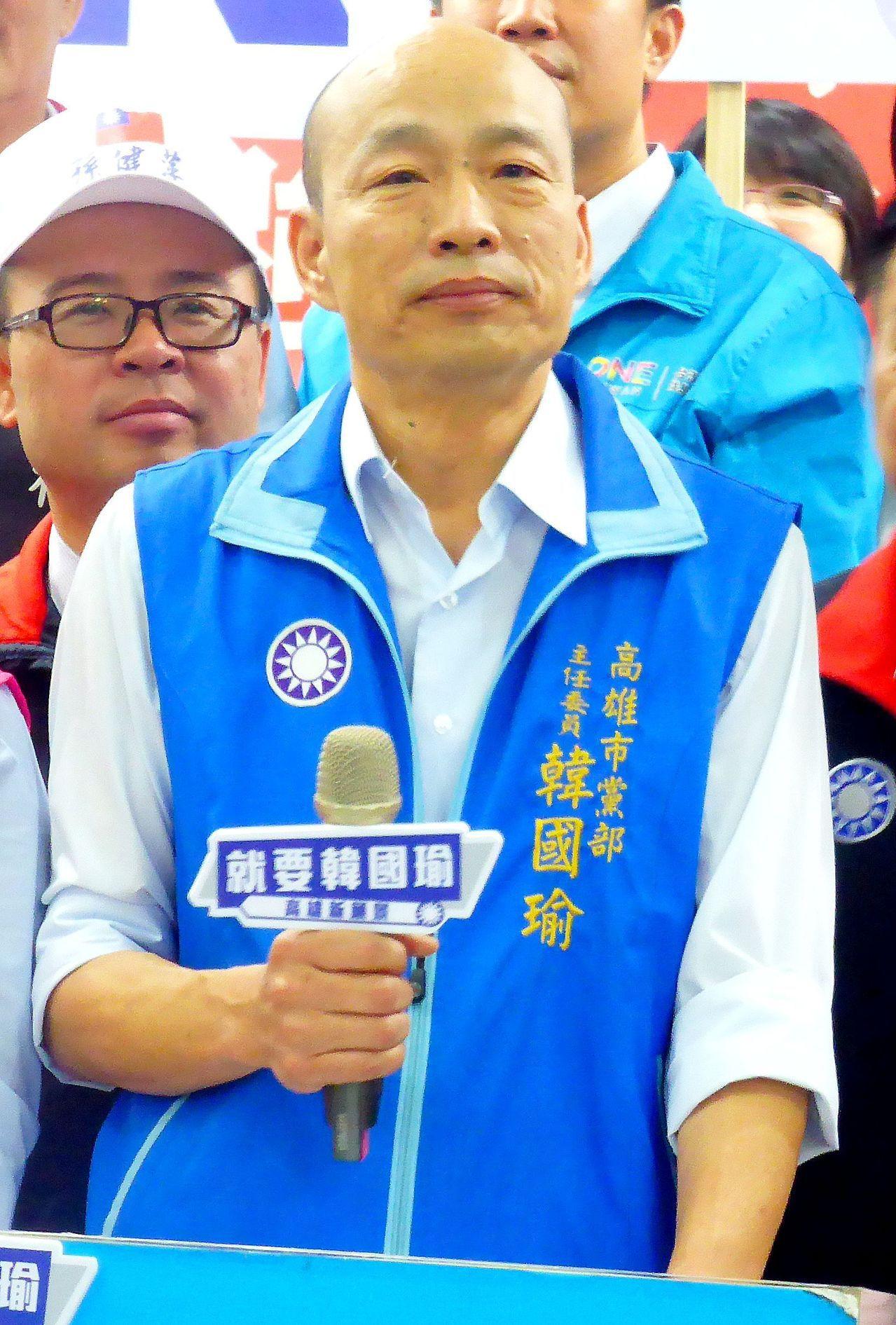 國民黨高雄市長參選人、北農前總經理韓國瑜因北農最近的爭議被檢傳喚,他暫停選舉行程...
