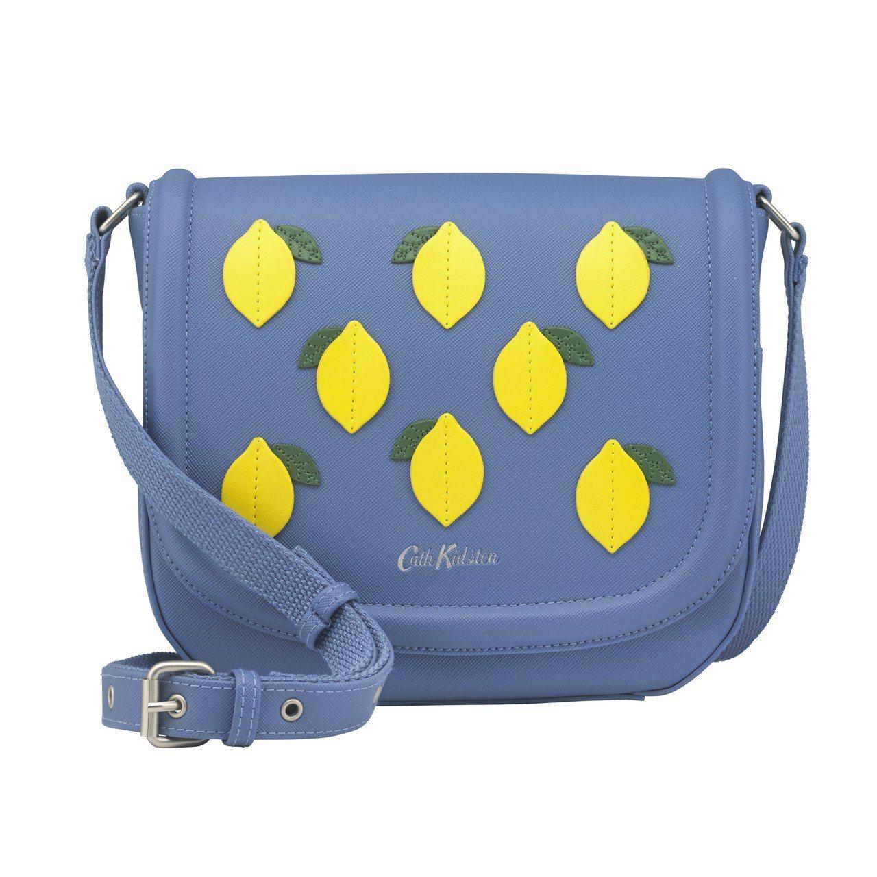 小檸檬側背小包,2,980元。圖/Cath Kidston提供