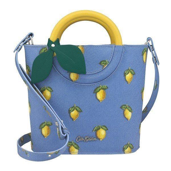 小檸檬水桶包,3,480元。圖/Cath Kidston提供