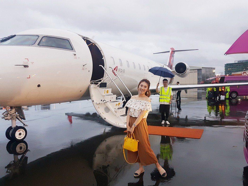 謝金晶到菲律賓演出,搭乘私人飛機。圖/豪記唱片提供