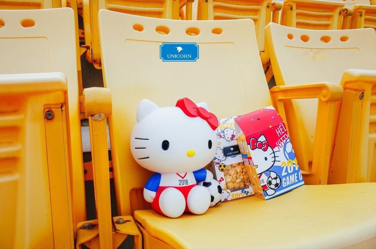 UNICORN X Hello Kitty瘋世足 限量爆米花桶。 圖/業者提供