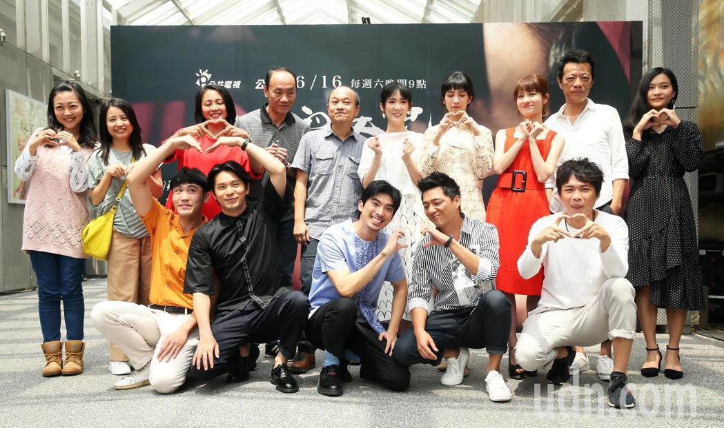 《奇蹟的女兒》劇中主要演員群及導演出席首映記者會。記者徐兆玄/攝影