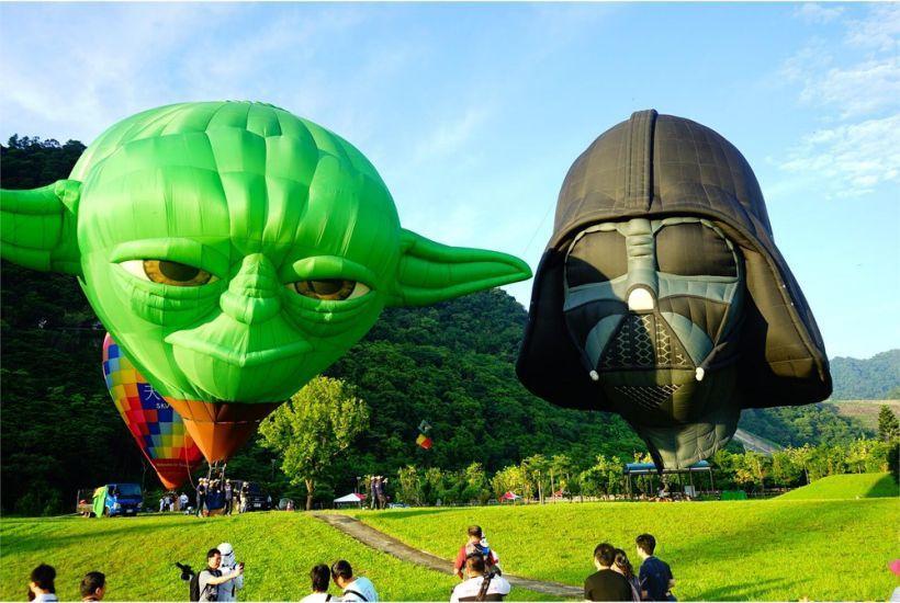 石門水庫熱氣球嘉年華去年引進尤達大師及黑武士熱氣球,吸引近20萬人次前往參觀。圖...