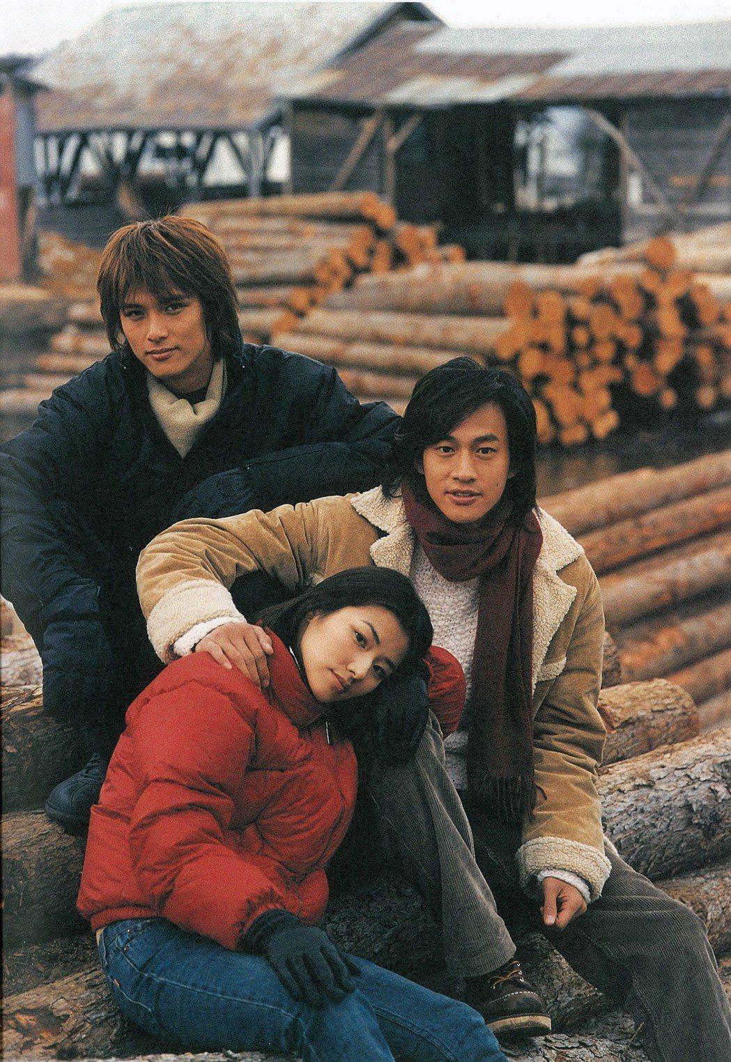 「雪地裡的星星」當年由邱澤(左起)陳怡蓉和何潤東主演。  圖/達騰娛樂提供