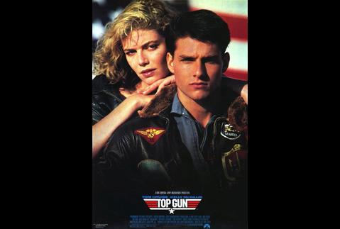 好萊塢天王湯姆克魯斯最近忙於拍攝1986年的經典成名作「捍衛戰士」續集,目前也有消息說,當年的老班底如方基墨也會參與演出。好萊塢媒體近日也拍到曾在「捍衛戰士」當中扮演帥氣女教官的女主角凱莉麥克姬莉絲...