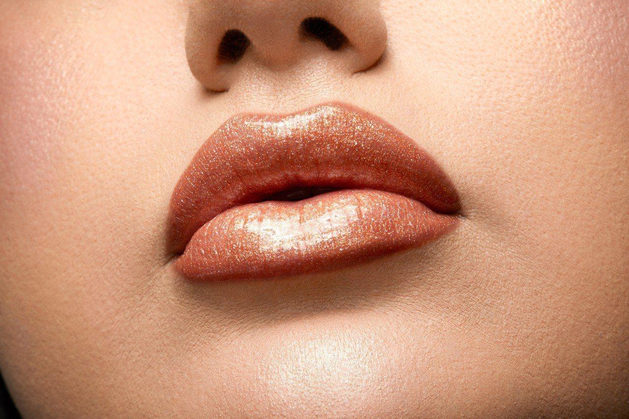 NYX貼身愛撫唇蜜系列3款不同質地各有9款新色,從水潤光澤、珠光閃耀到鑽石光感都...