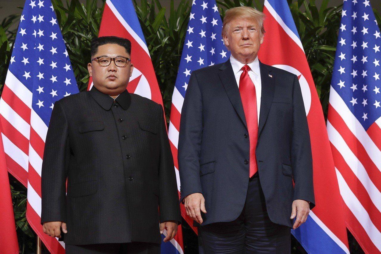 美國總統川普和北韓領導人金正恩昨天在新加坡舉行峰會,菲律賓媒體將這場會面與197...