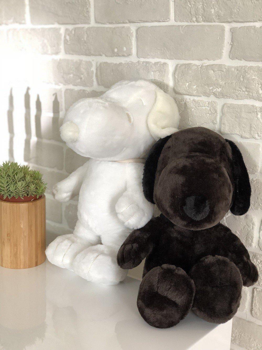 史努比黑白絨毛玩偶需於6月20日下午3點線上登記取得資格,集滿300點可兌換一隻...