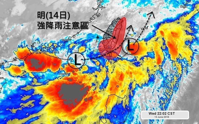 氣象專家吳聖宇在臉書貼文提醒,明天下午低壓中心可能通過台灣南端後進入東部海面,對...